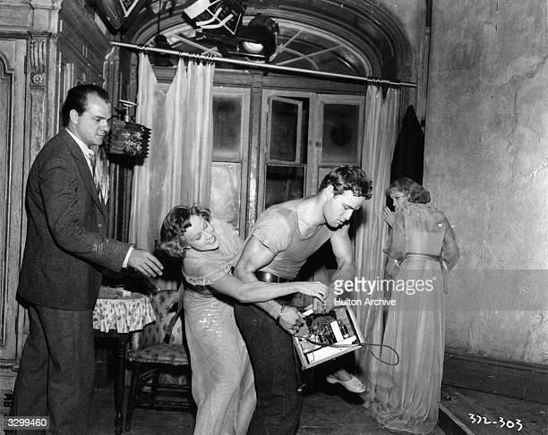 Marlon Brando and Vivien Leigh rehearse a scene for 'A Streetcar Named Desire', with Kim Hunter .