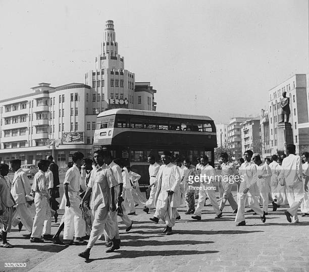 Pedestrians and traffic on Queens Road Bombay's famous avenue of hotels apartment houses and cinemas