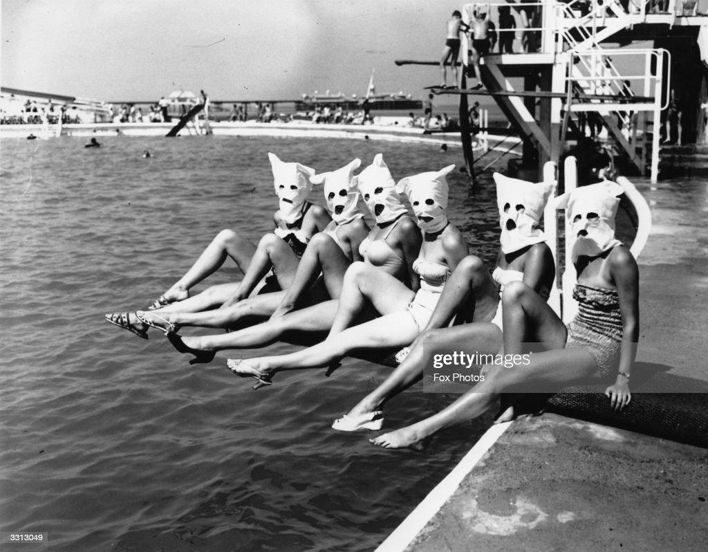 Masked Bathers : News Photo
