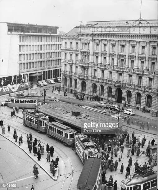 A view of Parade Platz in the centre of Zurich Switzerland with Schweizer Kreditanstalt on the corner of Bahnhofstrasse The Swiss Bank Corporation is...