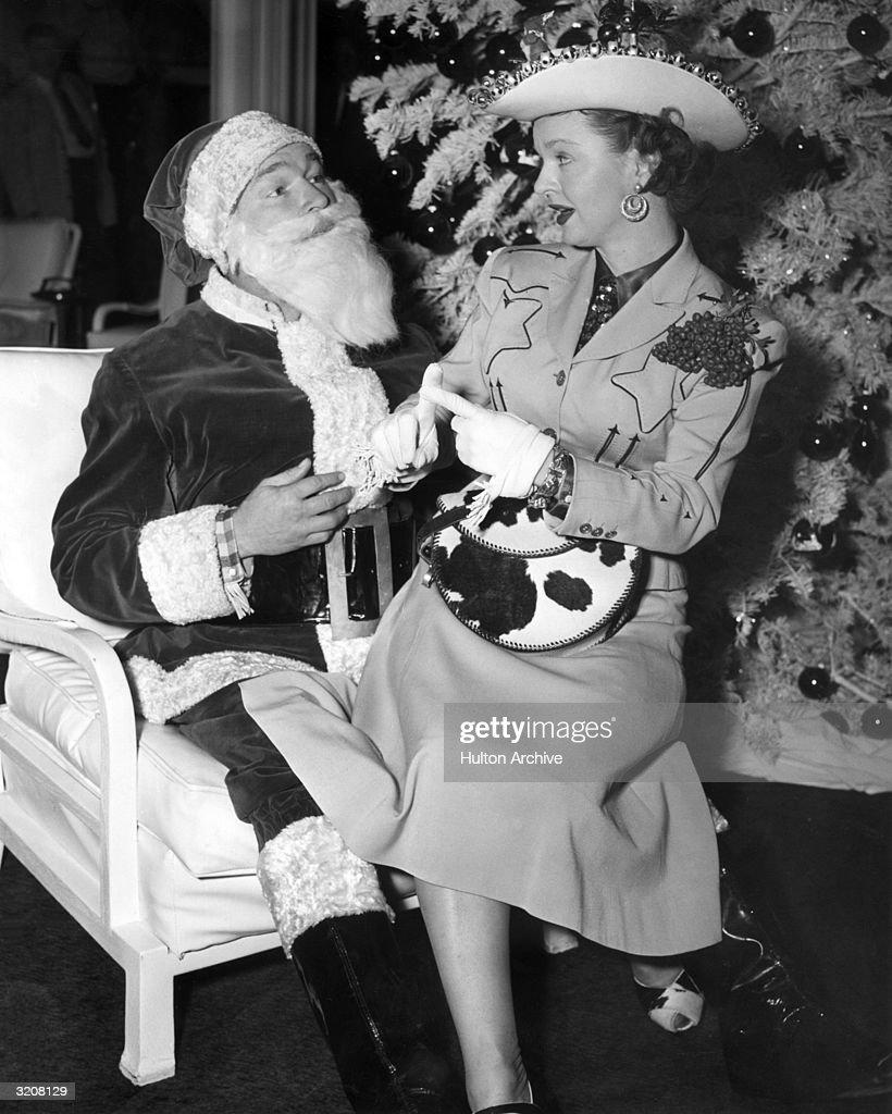 Cowgirl & Santa : News Photo