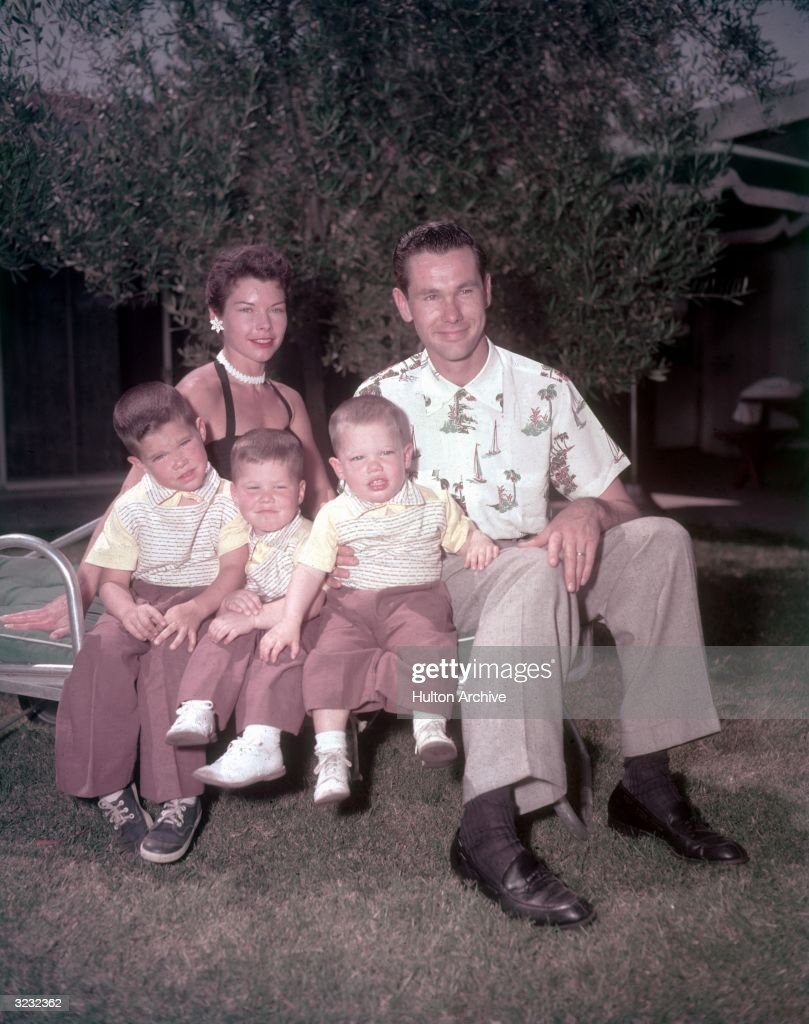 Carson & Family : News Photo