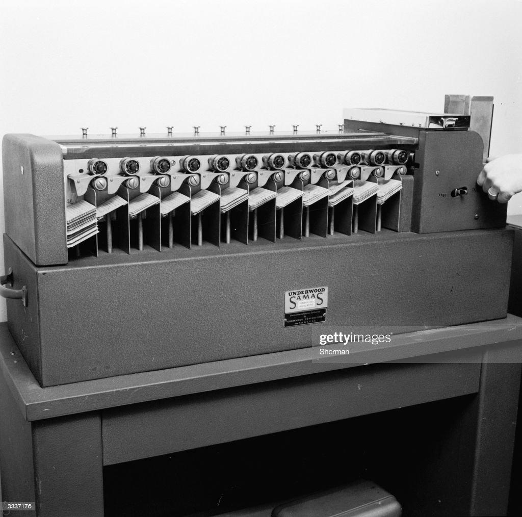 Filing Machine : News Photo