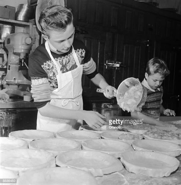 Child stars Ken Walken and his brother Glenn making apple pies