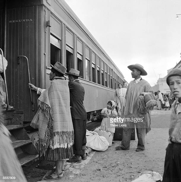 Departure of the La Paz to Buenos Aires express from the Argentine frontier station La Quiaca