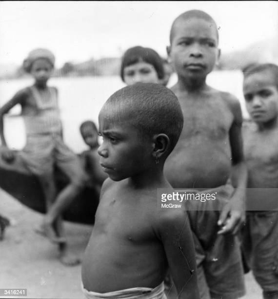 New Guinea indigenous boys