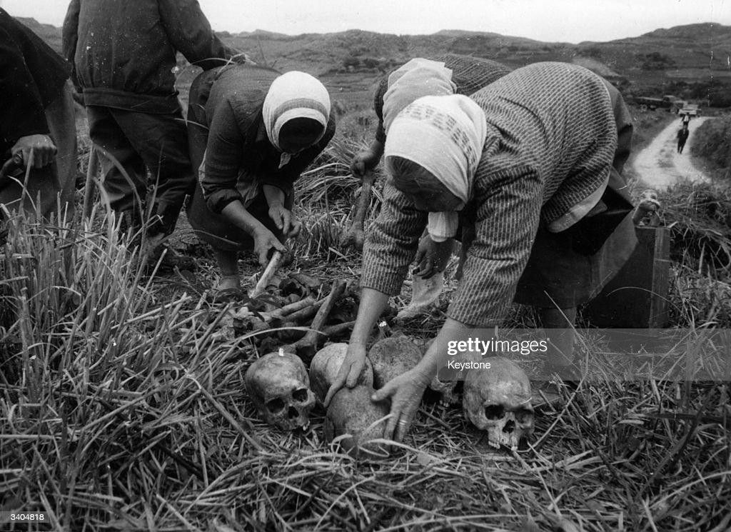Collecting Remains : News Photo