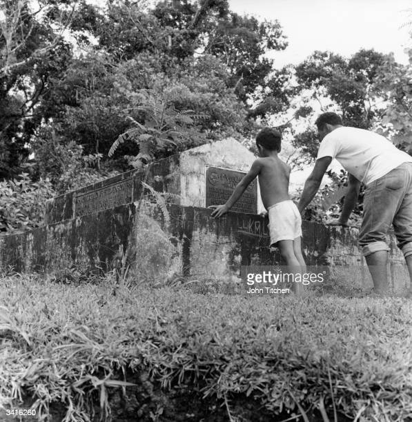 The grave of Scottish writer poet and traveller Robert Louis Stevenson on Mount Vaea behind his home at Vailima Western Samoa Stevenson was born in...