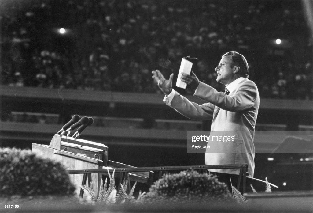 Billy Graham Speaks : News Photo