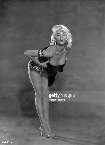 American actress Jayne Mansfield a model before she became an actress she won several beauty contests including the title of 'Miss Magnesium Lamp'