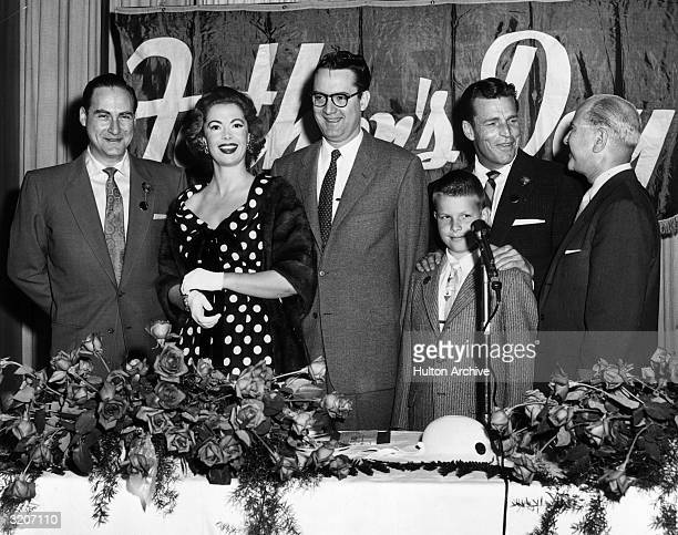 LR American comedian Sid Caesar actor Jayne Meadows her husband television host Steve Allen actor Buster Crabbe and his son Cuffy line up as Alvin...