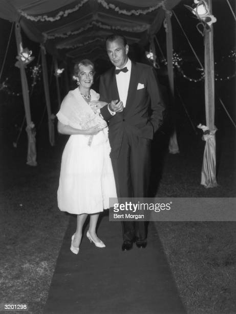 EXCLUSIVE Fulllength image of American actor Gary Cooper and his wife actor Sandra Shaw standing arm in arm on a red carpet at Marcia Meehan's...