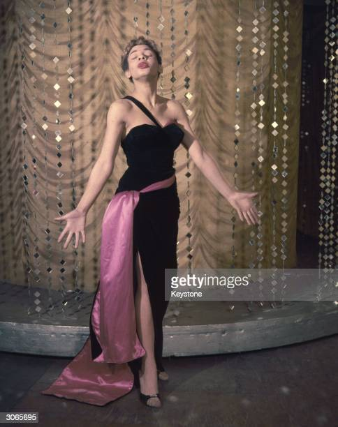 Popular cabaret singer Shirley Bassey