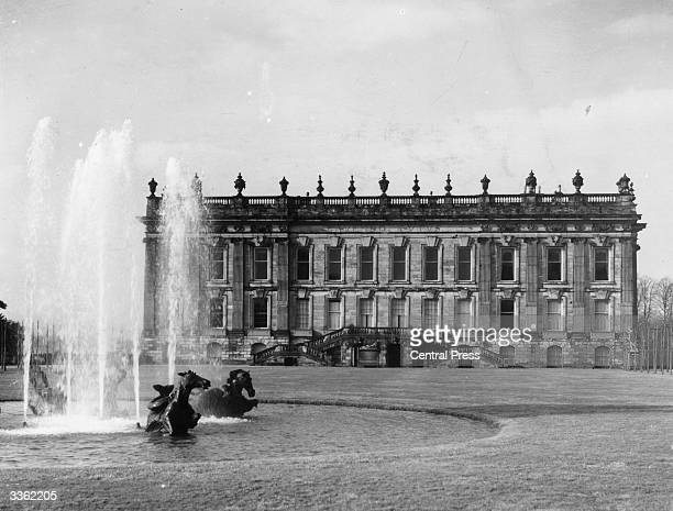 The fountain grounds and facade of Chatsworth House