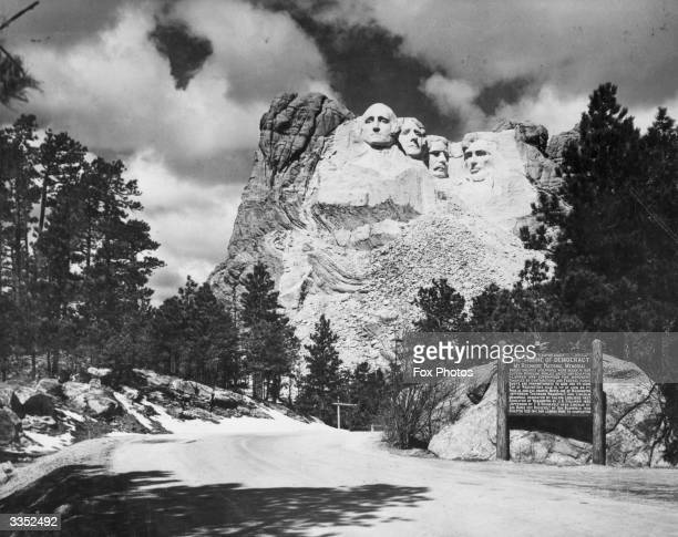 The sculptured heads of the American presidents from left to right George Washington Thomas Jefferson Theodore Roosevelt and Abraham Lincoln carved...