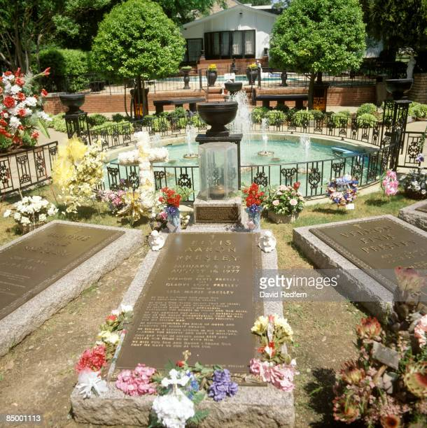 STATES circa 1970 Photo of Elvis PRESLEY and VENUES and GRACELAND Elvis Presley's gravestone at Graceland