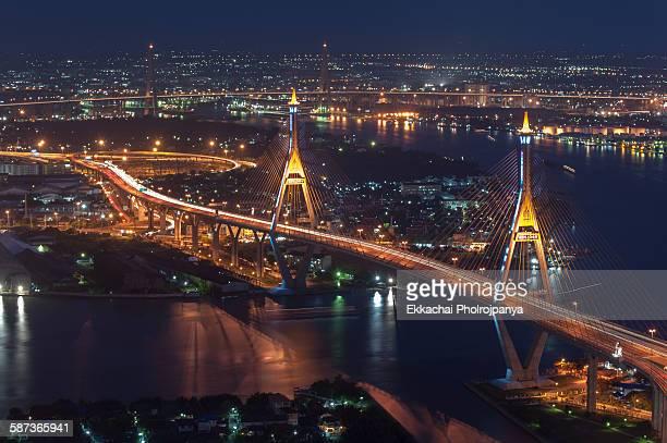 circle bhumibol bridge - シーロム ストックフォトと画像