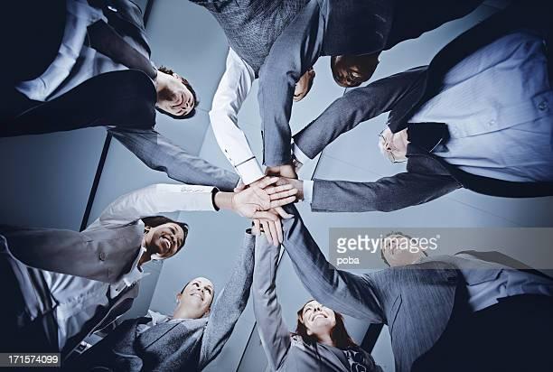 circle of   multi-ethnic business people holding hands - alleen volwassenen stockfoto's en -beelden