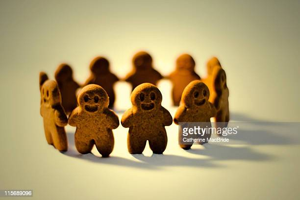 Circle of smiling gingerbread men