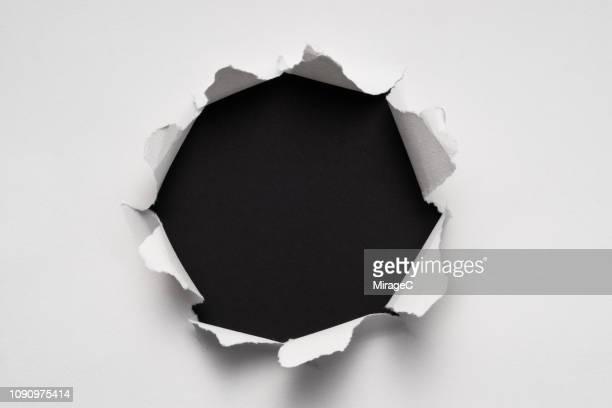 circle shape paper hole - ontdekking stockfoto's en -beelden