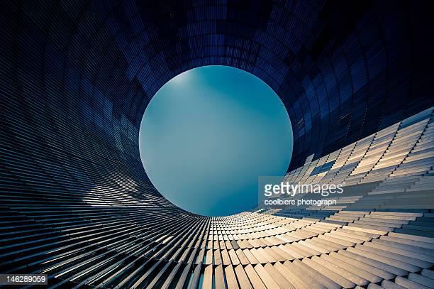 circular building facade - cerchio foto e immagini stock