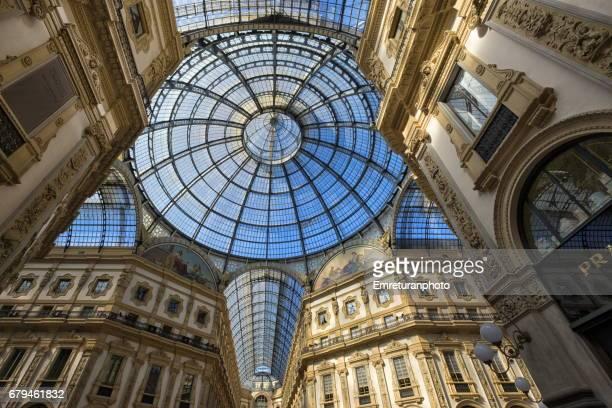 circular glass intersection of the dome of galleria vittorio emanuele 2,milan. - emreturanphoto stock-fotos und bilder