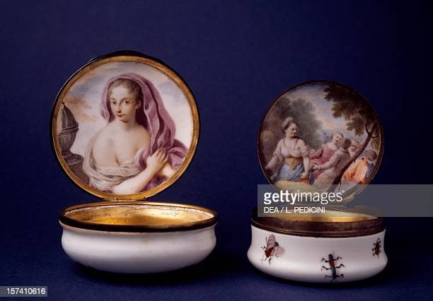 Circular snuffbox decorated with a female figure and courtly scene 17441750 porcelain Capodimonte manufacture Naples Italy 18th century Naples Museo...