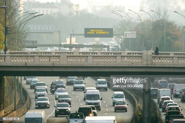 Circulation alternée à Paris suite à l'alerte à la pollution de l'air périphérique au niveau de la Porte de Vincennes le 7 décembre 2016 Paris France