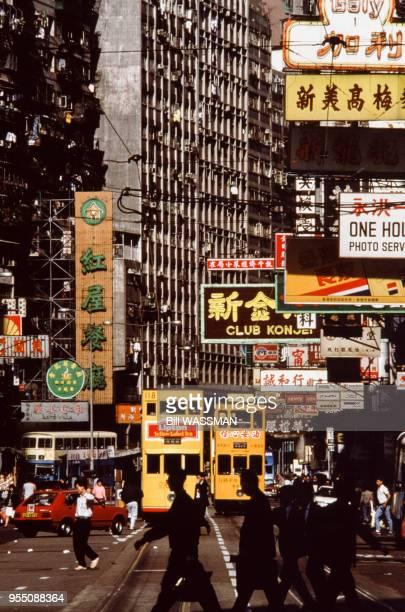 Circulation dans une rue du quartier de Wan Chai en 1989 Hong Kong