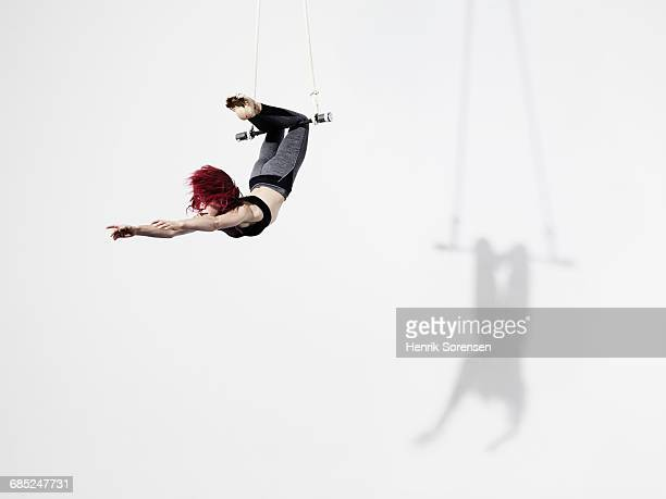circus artist in trapeze - entertainment occupation stock pictures, royalty-free photos & images