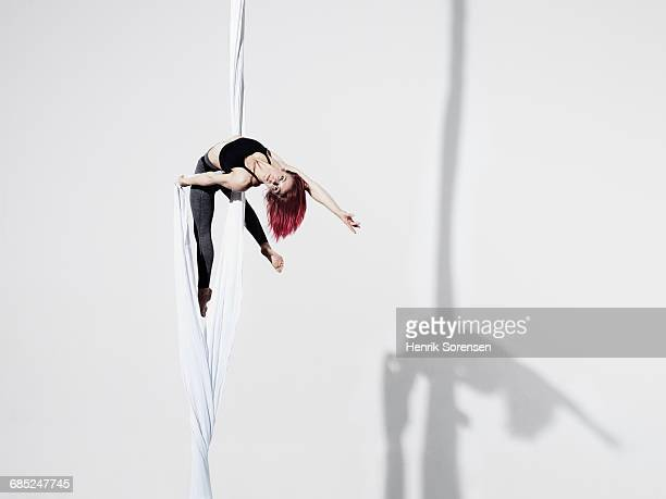 Circus artist in Trapeze