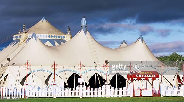 circus ingresso - tendone di circo foto e immagini stock