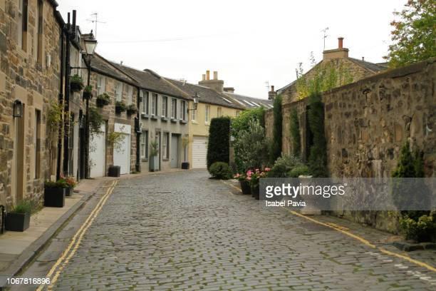 circus lane street, edinburgh, scotland - cobblestone stock pictures, royalty-free photos & images