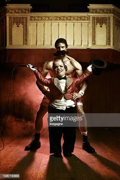 circus - enano fotografías e imágenes de stock