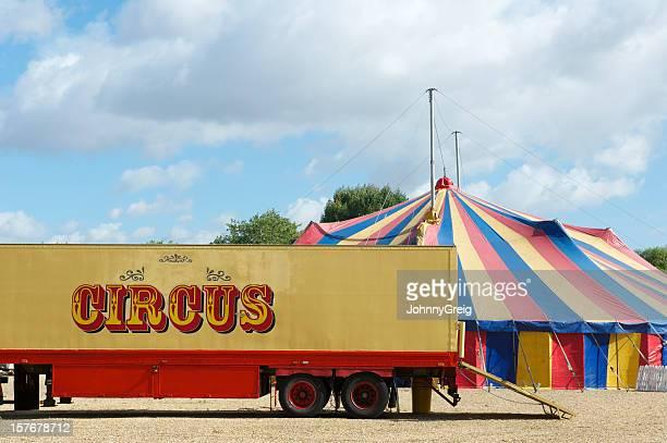 circo tenda grande camion e superiore - tendone di circo foto e immagini stock