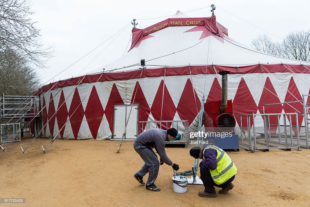 Circus workers prepare the big tent prior to an afternoon show at the Moscow State Circus & Behind The Scenes Of The Moscow State Circus Photos and Images ...
