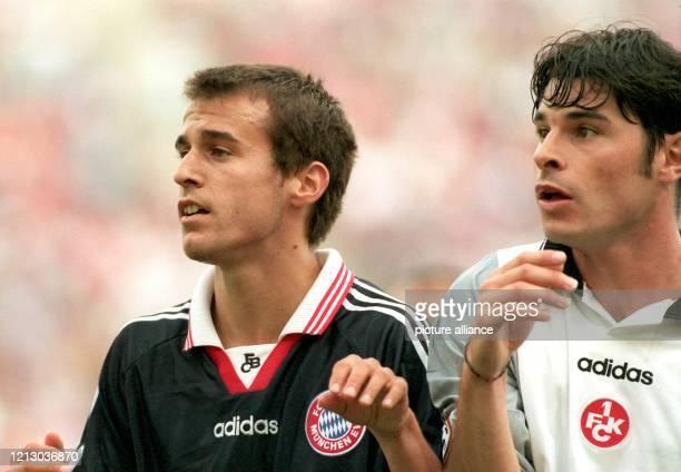 Ciriaco Sforza der neue Mittelfeldspieler des 1 FC Kaiserslautern und BayernMittelfeldspieler Mehmet Scholl erwarten gespannt einen Ball am 281997 im...