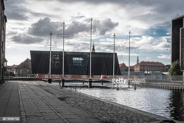 cirkelbroen (the circle bridge) in copenhagen harbour - dorte fjalland stock-fotos und bilder