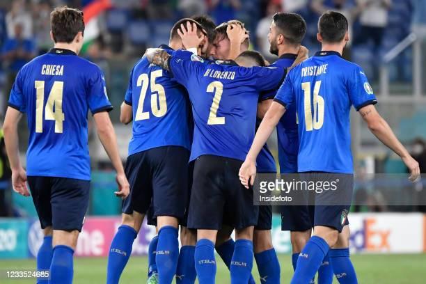 Ciro Immobile of Italy celebrates with Federico Chiesa, Rafael Toloi, Giovanni Di Lorenzo, Leonardo Spinazzola and Bryan Cristante after scoring the...