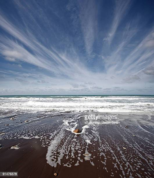 cirrus cloud magic on the isle of wight - s0ulsurfing stock pictures, royalty-free photos & images