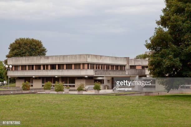 cité judiciaire in senlis (oise) - trial_court stock pictures, royalty-free photos & images
