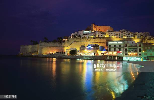citadel at night, peniscola (costa del azahar). - peniscola photos et images de collection