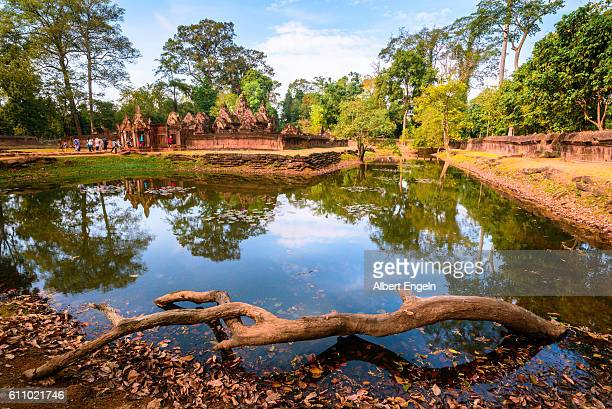 citadel of the women. - banteay srei stock pictures, royalty-free photos & images