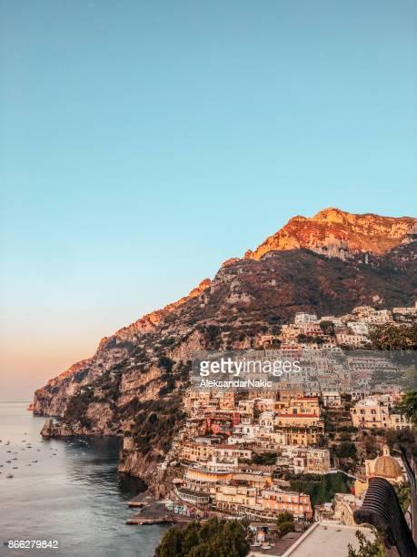 ciudades de costa de amalfi, italia - positano fotografías e imágenes de stock