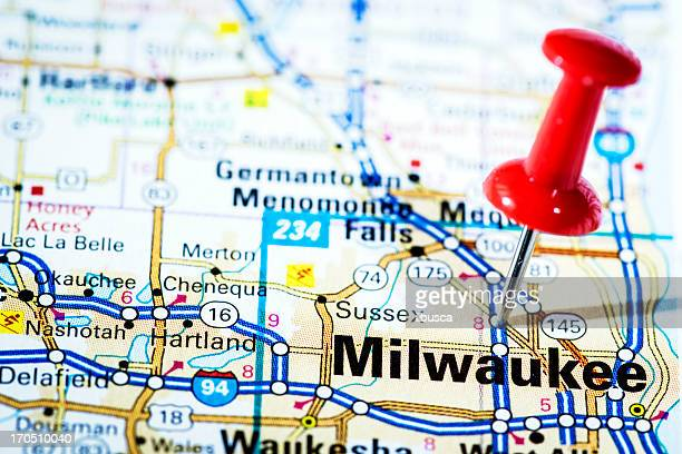 us cities on map series: milwaukee, wisconsin - milwaukee stock pictures, royalty-free photos & images