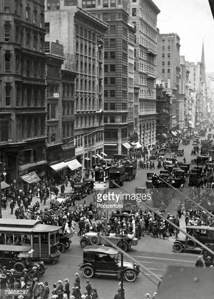 circa 1930 USA Heavy traffic pictured in Fifth Avenue New York City in this picture from 42nd Street