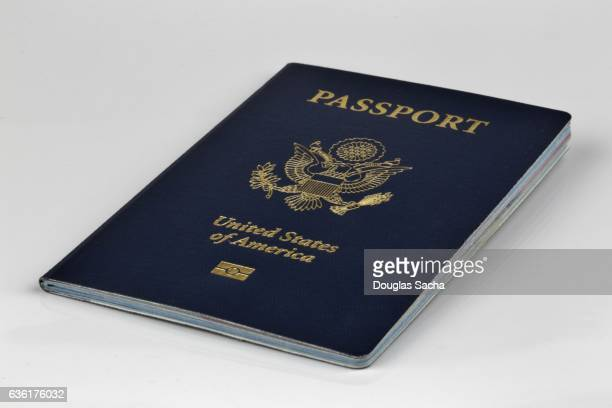 us citizen passport for international travel - passeport photos et images de collection