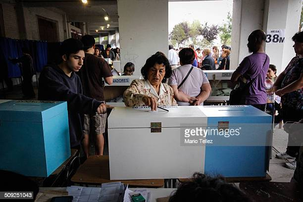 Citizens vote in presidential elections in Chile 2013