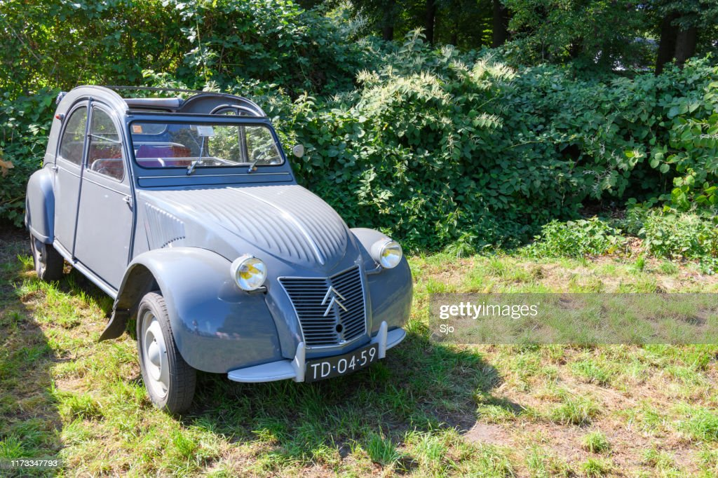 Citroen 2CV French classic family car parked in a field : Stock Photo
