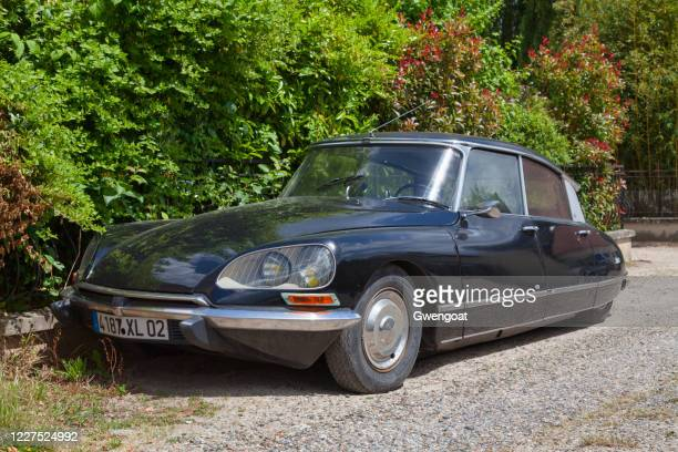citroen ds21 - gwengoat stock pictures, royalty-free photos & images
